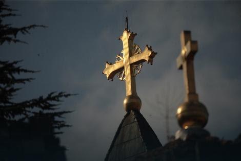http://www.blic.rs/vesti/drustvo/lopovluk-u-crkvi-patrijarh-otkrio-kradu-80000-evra/1vcq3gs