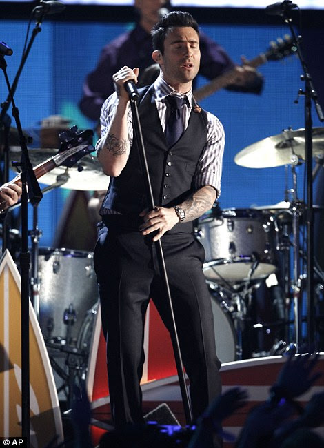 Crooners: Maroon 5 Adam Levine homem de frente e Katy Perry deu show-stopping performances