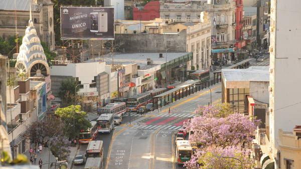 Ultimos detalles. Sobre la avenida Cabildo, para el abrir la extensión del Metrobus Norte. Foto: Mario Quinteros.
