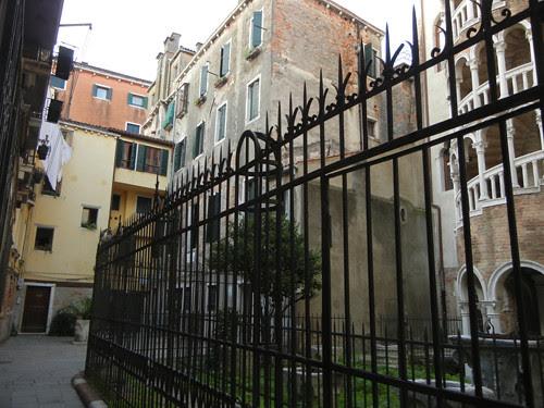 DSCN1884 _ Palazzo Contarini del Bovolo, 14 October