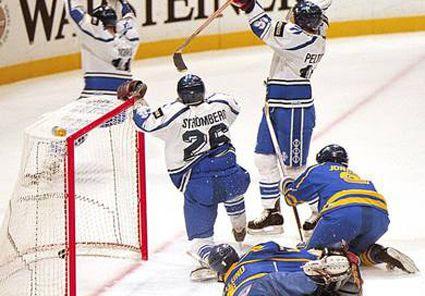Peltonen goal #3 photo Finland Goal 1995.jpg