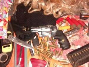 Polícia apreendeu diversos materiais com os suspeitos (Foto: Divulgação/PM)
