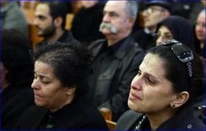 χριστινοί συμμετέχουν σε ακολουθία για τον χαμό των αδελφών τους στη Δαμασκό