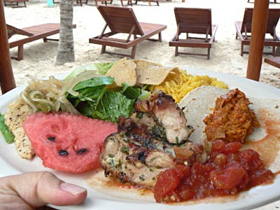 assiette buffet puerto morelos.jpg