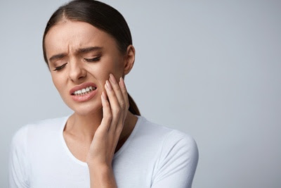 Experiencing A Toothache? This Is What You Should Do