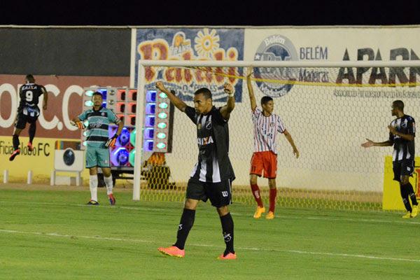 Kayke (9) comemora o gol marcado e que garantiu na vitória alvinegra. Futebol não convenceu, mas determinação foi o ponto forte