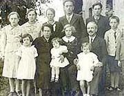 La famiglia Perenzin di Cesiomaggiore (Belluno) ritratta nel 1939 (Ansa)