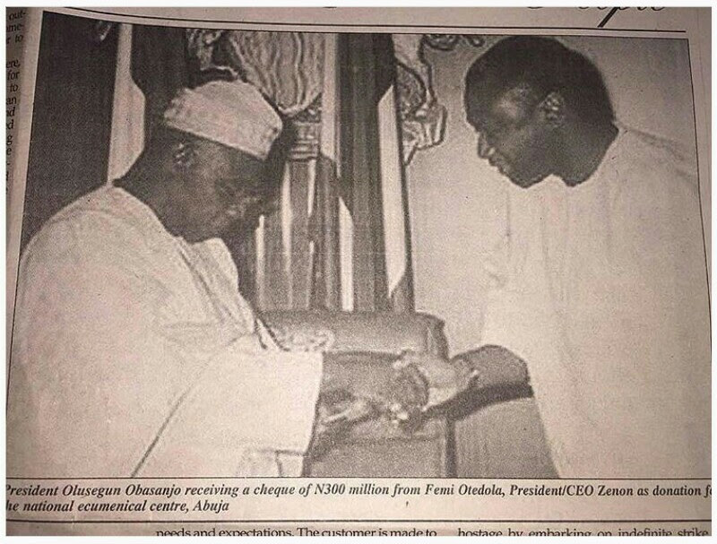 Throwback Photo Of Obasanjo Receiving N300 Million Cheque From Femi Otedola