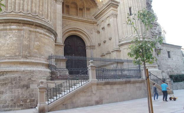 El uso de la puerta catedralicia del Postigo de los Abades resulta clave para el nuevo recorrido. /Eduardo Nieto