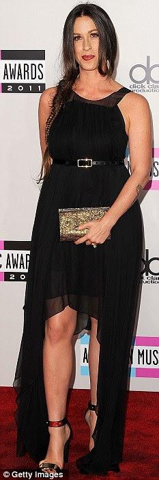 Batalha corpo: Alanis Morissette no American Music Awards em Los Angeles no domingo