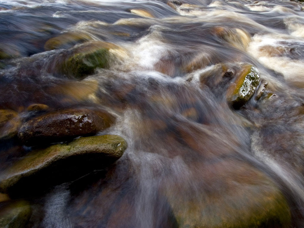 http://fhproducts.files.wordpress.com/2011/06/water-over-rocks3.jpg