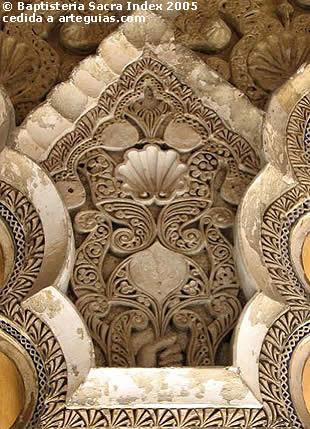 Para algunos autores, el amor del Islam por el llujo en el arte fue tomado del mundo bizantino. En la imagen: detalle de la Alhambra