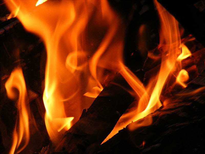 File:Flames, closeup.jpg
