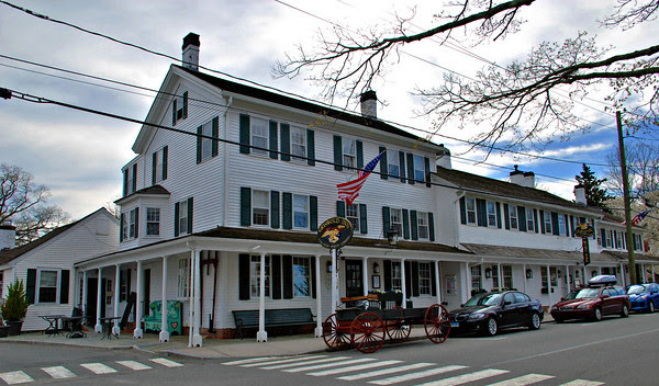 The Griswold Inn as seen from Griswold Square