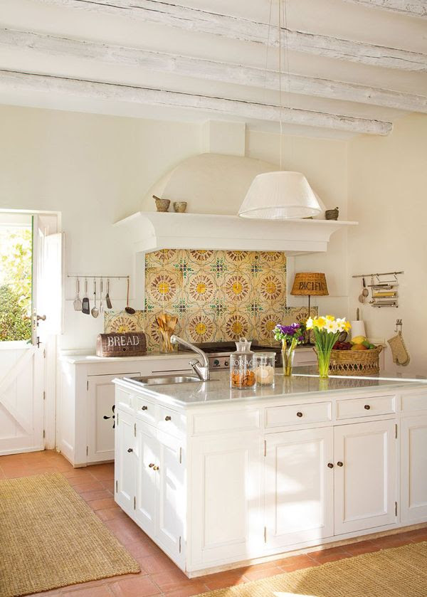 White Farmhouse Kitchen Tour
