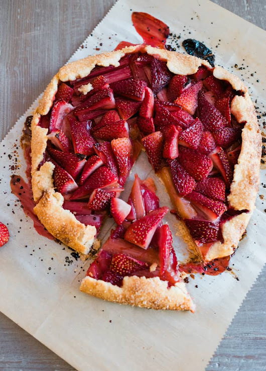 Rhubarb and Strawberry Crostata - Muy Bueno Cookbook