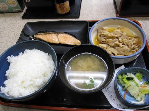 Yoshinoya lunch set near Yurakucho JR station