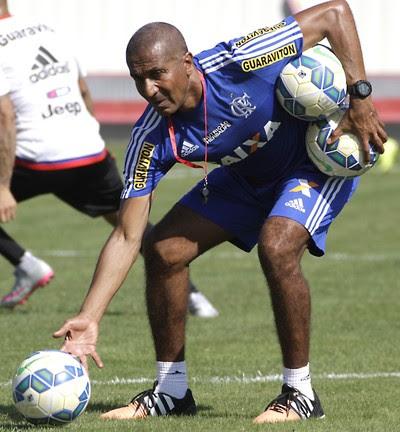 Cristóvão Borges comanda treino do Flamengo nesta sexta-feira (Foto: Gilvan de Souza/ Fla Imagem)