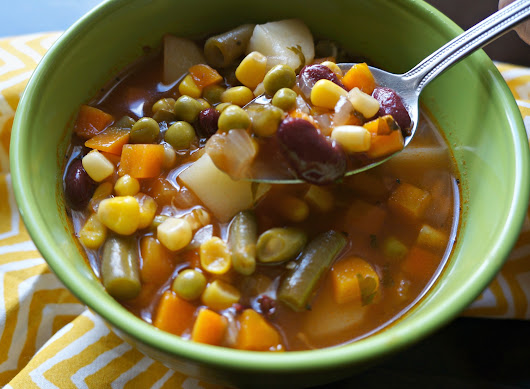 Easy Vegetable Soup - Latina Mama Rama