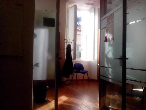 Ufficio e finestra aperta by Ylbert Durishti