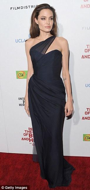 Mais quente: Jennifer Aniston (à esquerda), foi eleita a mulher mais sexy de todos os tempos batendo Angelina Jolie (direita), que veio em décimo lugar