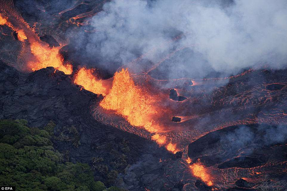 The apocalyptic scene has resulted in more than 2000 evacuations from residential areas, and those remaining have been given gas masks to help protect them from the toxic fumes coming out of Kilauea