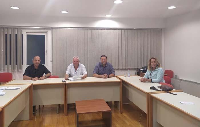 Άρτα: Συνάντηση πρόεδρου Επιμελητηρίου Άρτας με το Δ.Σ. του Εμπορικού Συλλόγου