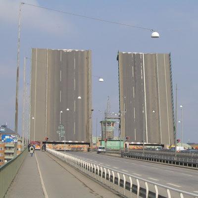 Liljeholmen bridge, open