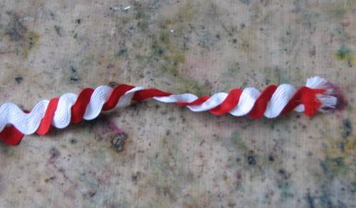 25 Days of Hand Crafted Gifts & Ornaments - Ric Rac Candy Cane 006
