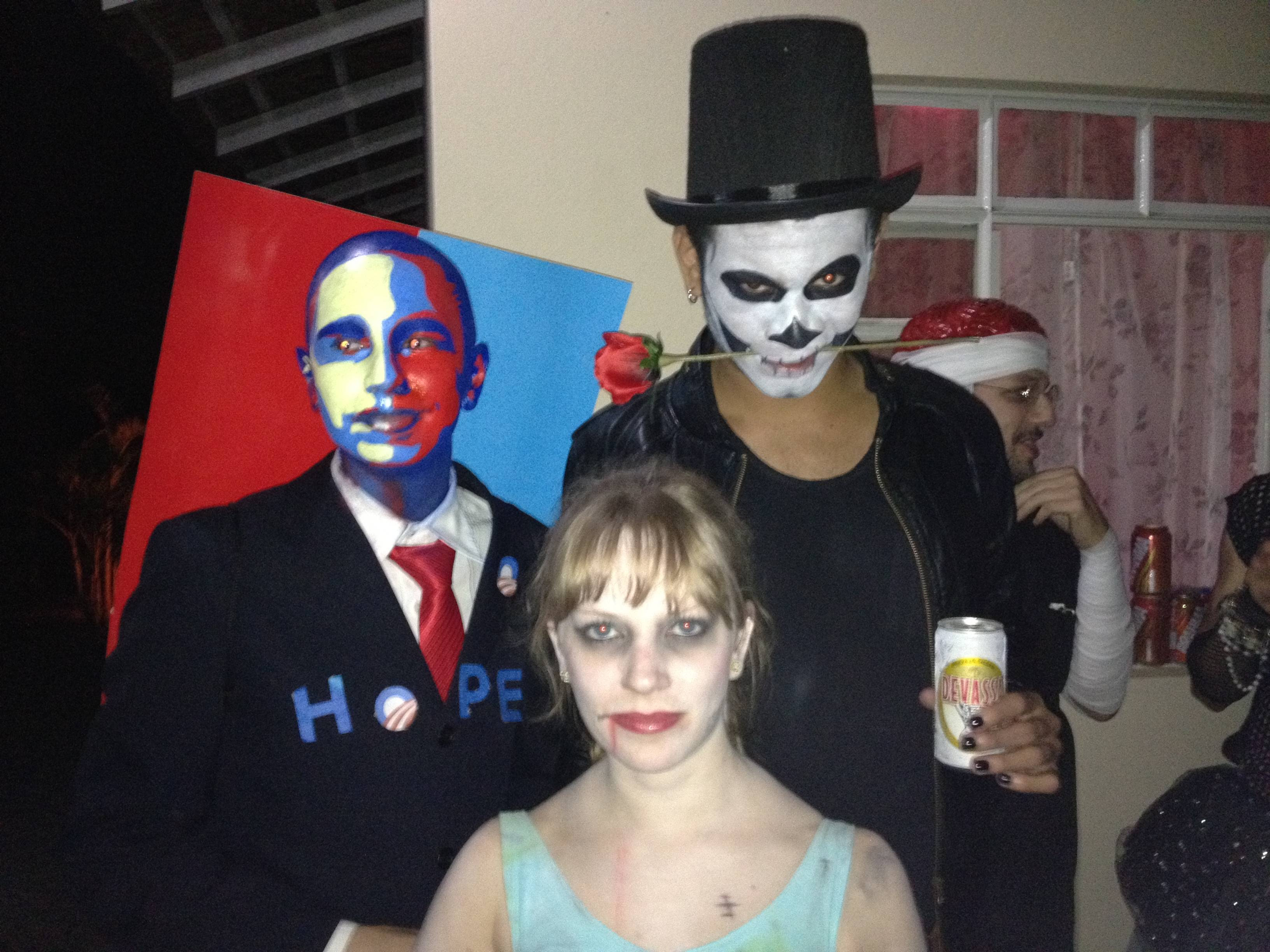 Obama poster Halloween costume found on Reddit (dialup warning