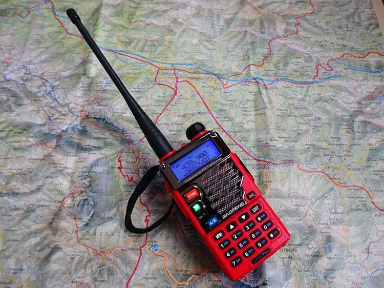 Transmisor bibanda VHF/UHF