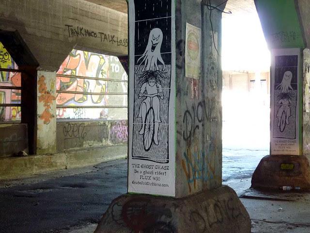 P1000974-2011-10-07-Krog-Tunnel-Flux-2011-Ghost-Bike-Sign