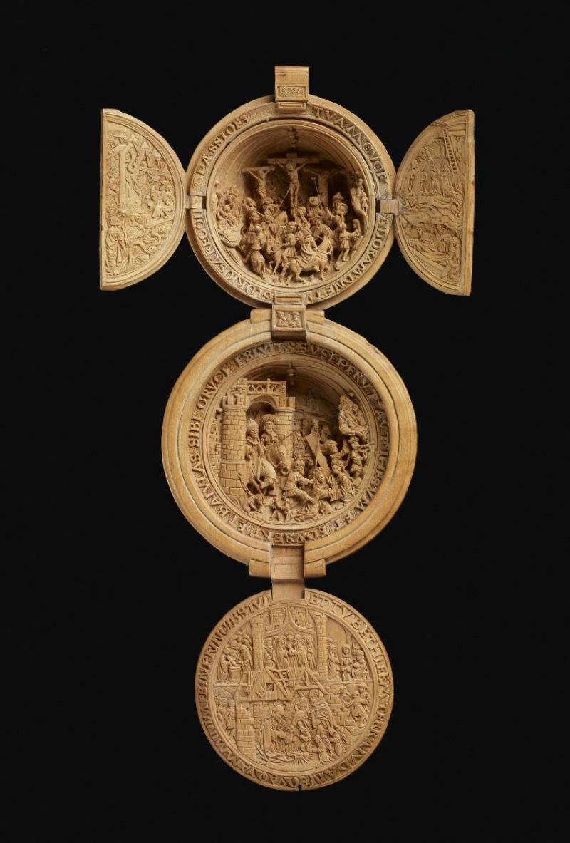 Castanhas de Oração do Século 16 primorosamente esculpidas 03