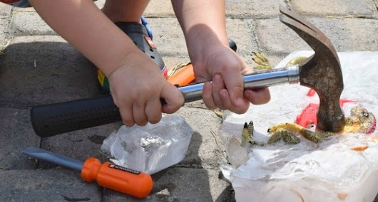 Hammers and ice blocks - summer activity for kids - Beauty through imperfection