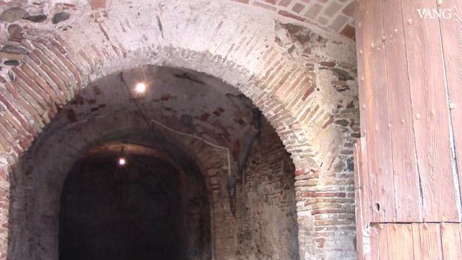 Un garaje particular de Castelló d'Empúries esconde los restos de una de las sinagogas medievales más importantes de la demarcación de Girona
