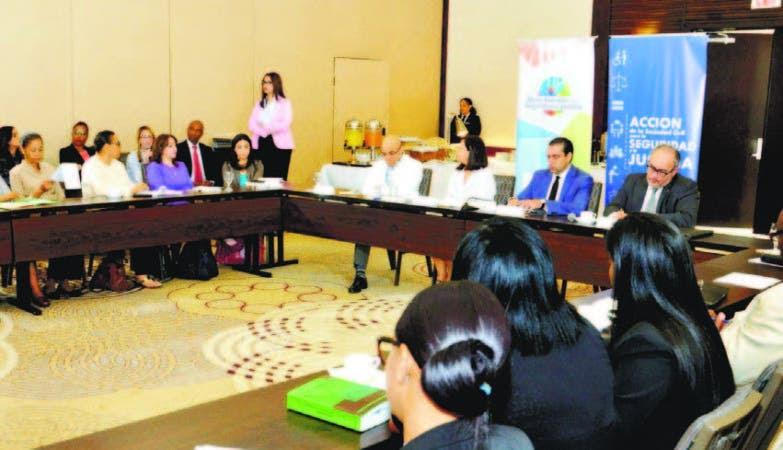 El tema fue debatido en la 'Mesa Redonda' de Finjus, sobre los aspectos jurídicos de los feminicidios