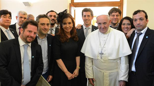 Resultado de imagen para el papa con cristina y sus ministros