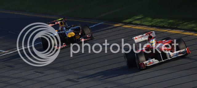 Webber usa el DRS para intentar pasar a Alonso en Australia 2011