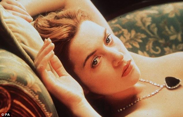 Colar: Kate Winslet usa um colar no filme, disse ter sido inspirado por uma peça semelhante de jóias dada a Ellen Phillips