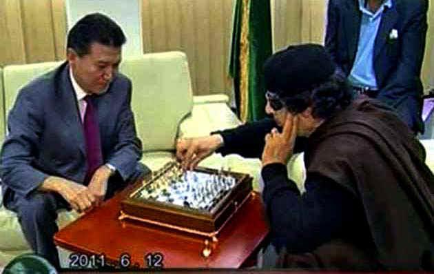 GaddafiPlaysChess.jpg (66293 bytes)