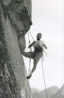 Royal Robbins durante l'apertura della Salathé Wall, El Capitan, salita nel 1961 insieme a Tom Frost e Chuck Pratt. All'epoca fu considerata la big wall più difficile al mondo.