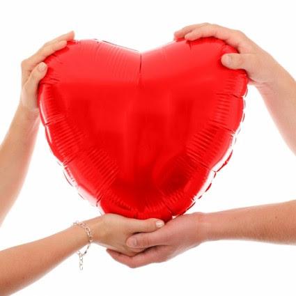 Tangan Memegang Hati Merah Valentine Gratis Foto Download Gratis