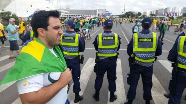 Manifestantes protestam contra Dilma na Esplanada dos Ministérios Marcello Casal/Agência Brasil