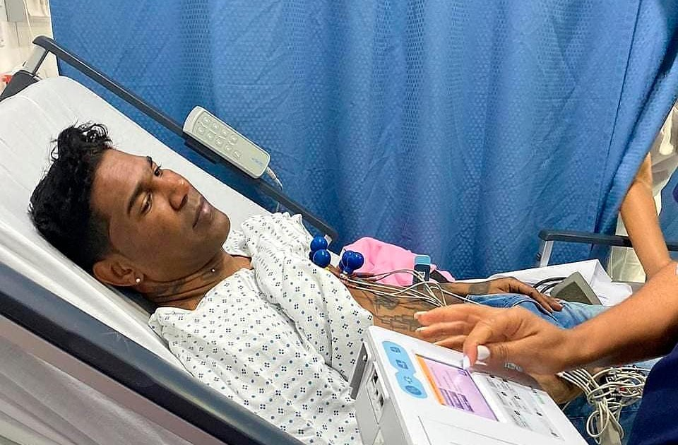 CANCELAN PRESENTACIONES: Omega habría sufrido una parálisis facial