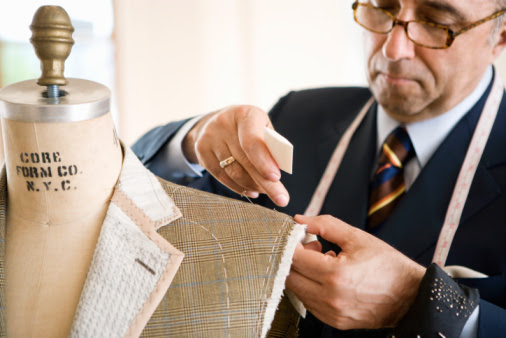What are the steps required to select a proper tailor in Perth City?