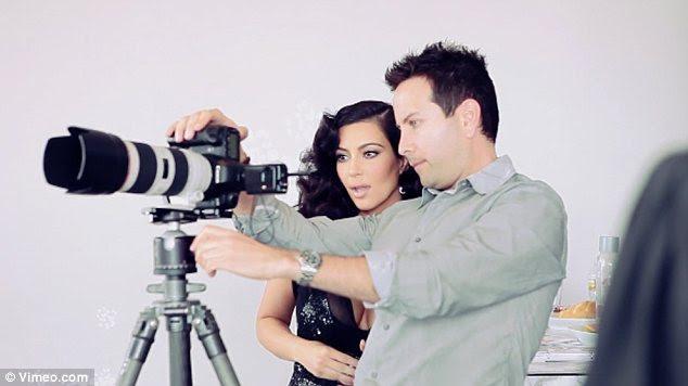 Professional: Kim tomou direção do fotógrafo John Russo