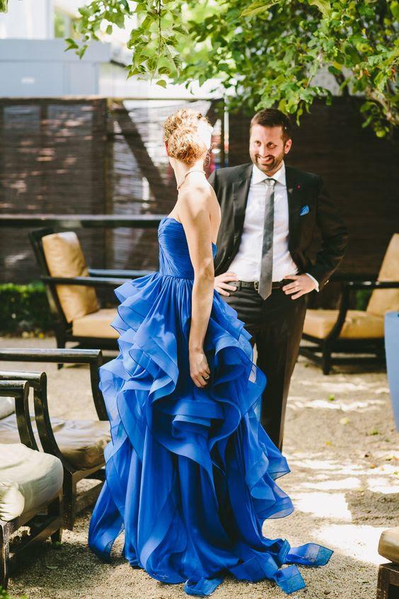 strapless indigo Hochzeit Kleid mit einem wunderschönen gekräuselten Rock
