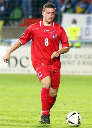 Luxembourg-10-11-JAKO-home-kit-red-red-red.JPG