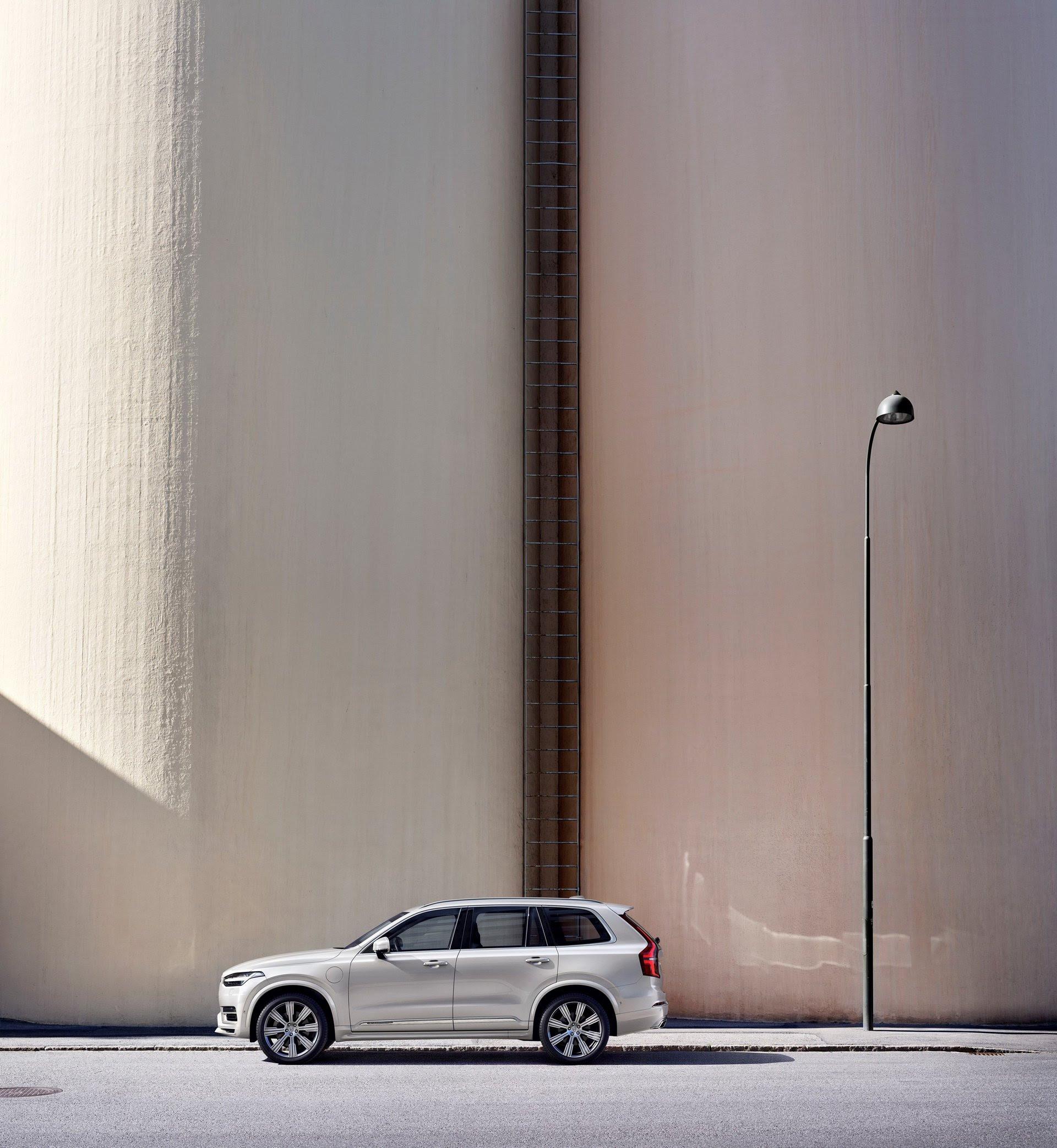 2020 Volvo Xc90 Inscription T8 Plug In Hybrid Color Birch Light Images, Photos, Reviews