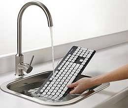 पानी से धुलने वाला मोबाइल और कीबोर्ड